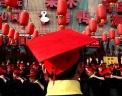 Сотрудники ресторана выполняют групповые упражнения на улице Пекина с целью поднятия командного духа. Фото: AP