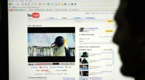 С сегодняшнего дня на Youtube можно [взять напрокатk полнометражный фильм. Фото: AFP