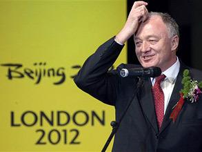 Кен Ливингстон планирует баллотироваться в мэры Лондона в 2012 и сделать приоритетом выборной кампании сокращение вредных выбросов. Фото: AP