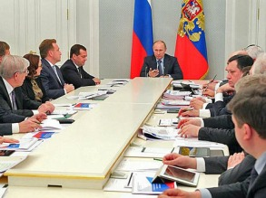 Путин на совещании