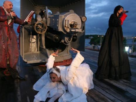 Художник Павел Каплевич во время вечеринки на борту крейсера Аврора&q