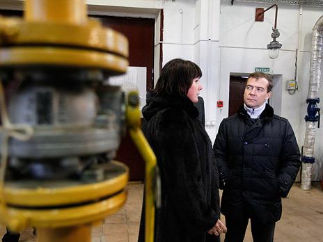 Дмитрий Медведев во время посещения автономной котельной в Сыктывкаре. Фото: РИА Новости