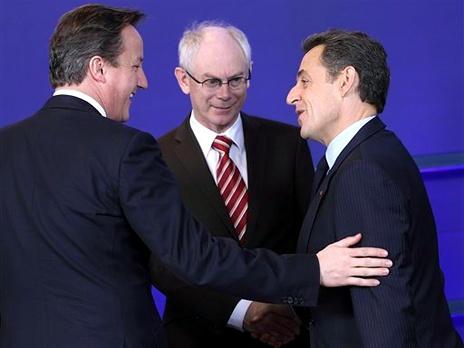 Премьер-министр Великобритании Дэвид Кэмерон, президент Европейского совета Херман ван Ромпей  и президент Франции Николя Саркози. Фото: AP