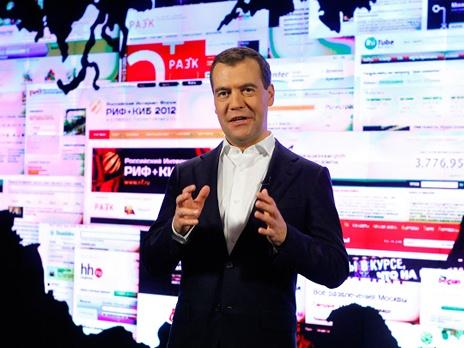Медведев порекомендовал предпринимателям обратить внимание на интернет
