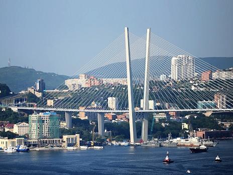 Мост через бухту Золотой Рог во Владивостоке. Фото: РИА Новости