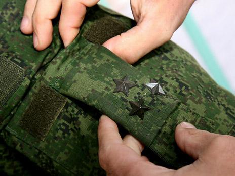 Министерство обороны России решило вновь крепить погоны на плечах полевой формы военнослужащих.