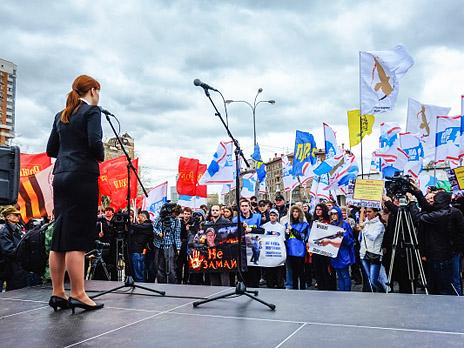Участники акции в защиту прав граждан на ношения оружия и самооборону, которая проходит на площади Краснопресненской заставы. Фото: РИА Новости