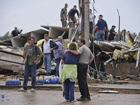 Последствия после прошедшего в штате Оклахома торнадо. Фото: Reuters