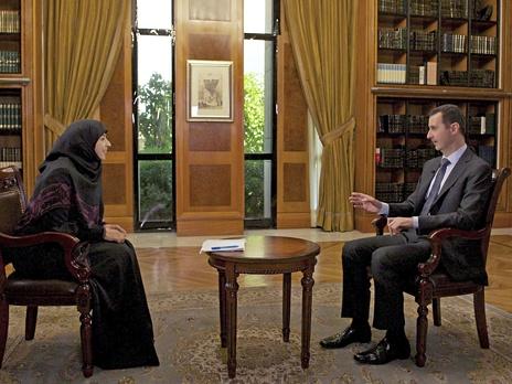 Президент Сирии Башар Асад дает интервью журналистке ливанского  телеканала Аль-Манар. Фото: Reuters