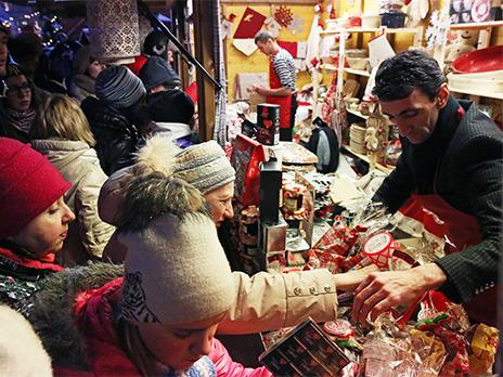 На рождественской ярмарке на Красной площади. Фото: ИТАР-ТАСС